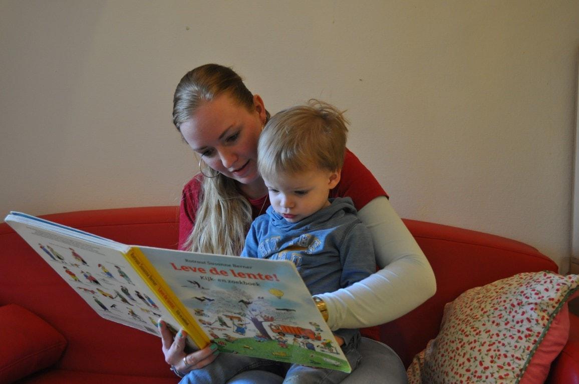Voorlezen- Hamertje-Tik Kinderdagverblijf, Kinderopvang en buitenschoolse opvang in Beijum, Groningen.